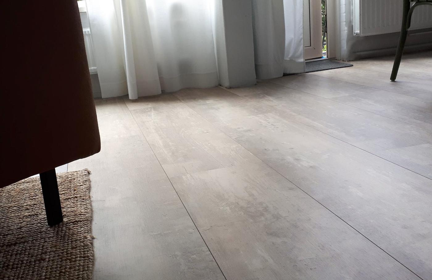 Landhuis laminaat beton grijs eiken vloer donker extra breed