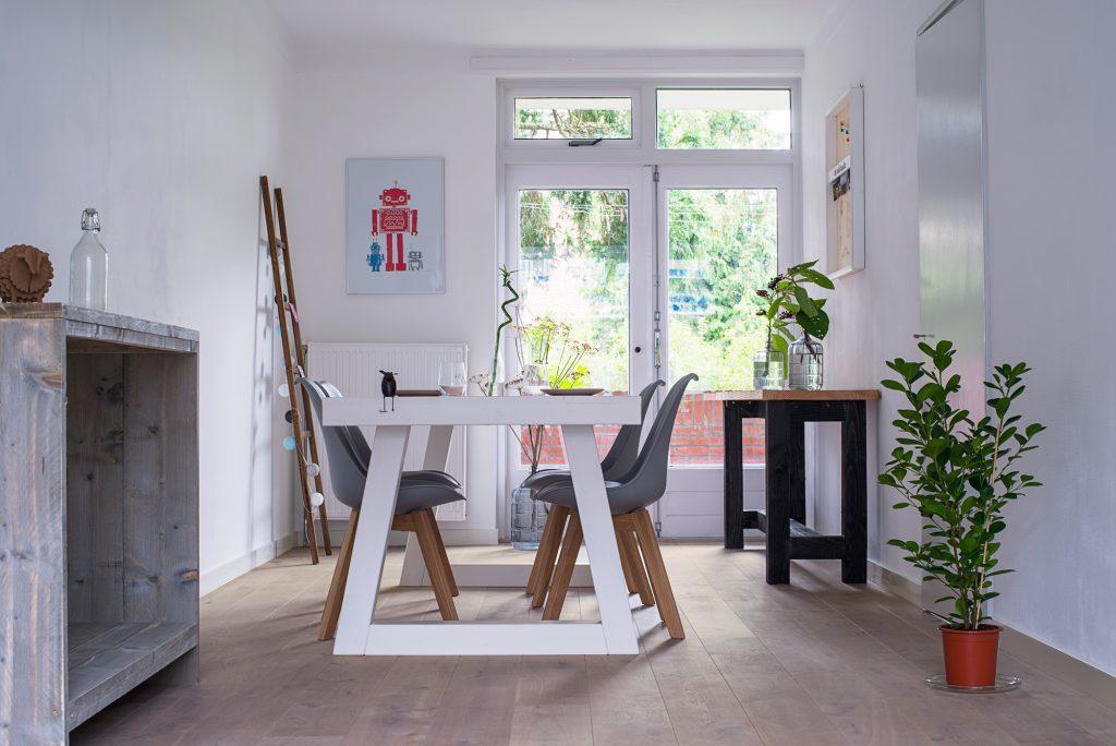 Wit-geolied-eiken-lamel-parket-rustiek Hoe onderhoud en reinig ik mijn houten vloer?