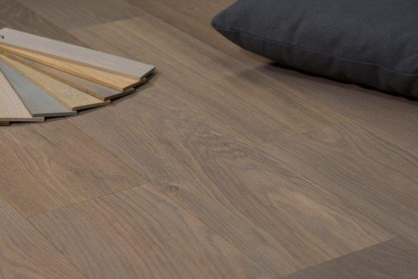 Grijze eiken houten vloer vergrijsde oud eiken steigerhout kleur