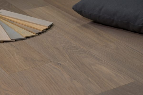 Donkere zwarte eiken houten vloeren parket visgraat eik vloer