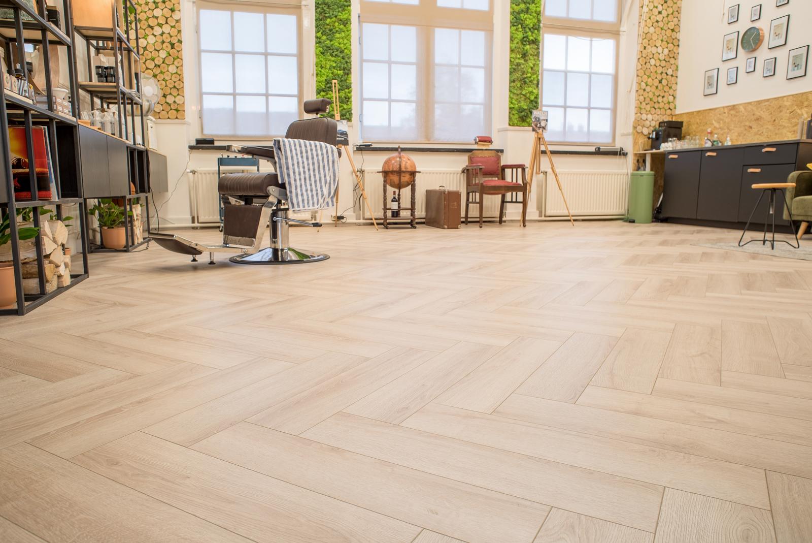 Visgraat Laminaat Leggen : Floer visgraat laminaat vloeren crème eiken patroon vloer
