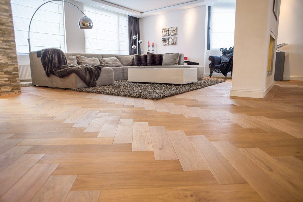 Floer-Eiken-Visgraat-Parket-Vloeren-Naturel-Geolied Hoe onderhoud en reinig ik mijn houten vloer?