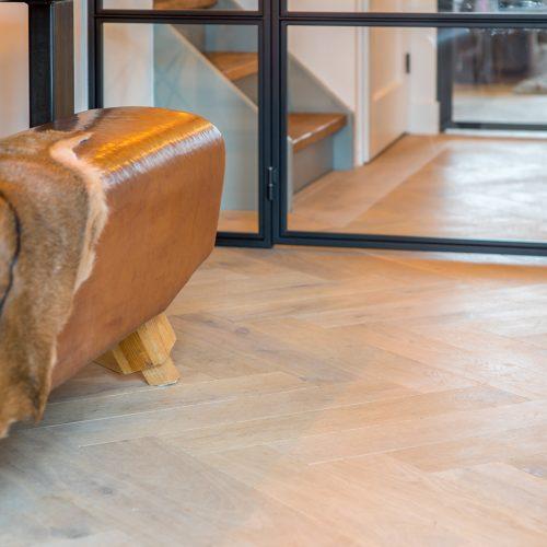 Welke vloer past er bij een industrieel interieur?