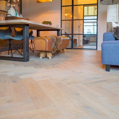 Hoe onderhoud en reinig ik mijn houten vloer?