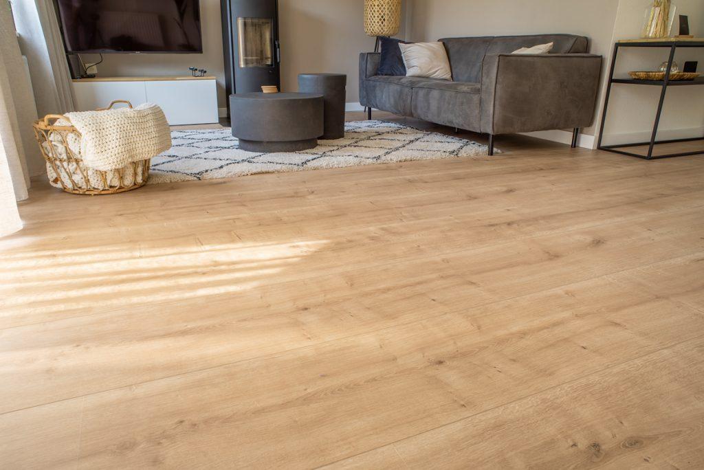 Floer-Landhuis-Laminaat-Onbehandelde-Eik-interieur-vloer-doorlopend-patroon-extra-breed-laminaat-vloer-vloeren-extra-brede-laminaat-vloer gebruiksklasse