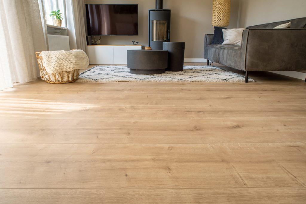 Floer-Landhuis-Laminaat-Onbehandelde-Eik-interieur-vloer-doorlopend-patroon-extra-breed-laminaat-vloer-vloeren-extra-brede-laminaat-vloer 4 sfeer