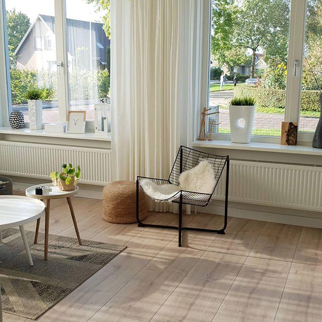 Floer landhuis laminaat lichte eik scandinavisch interieur ruimtelijk effect met breed laminaat