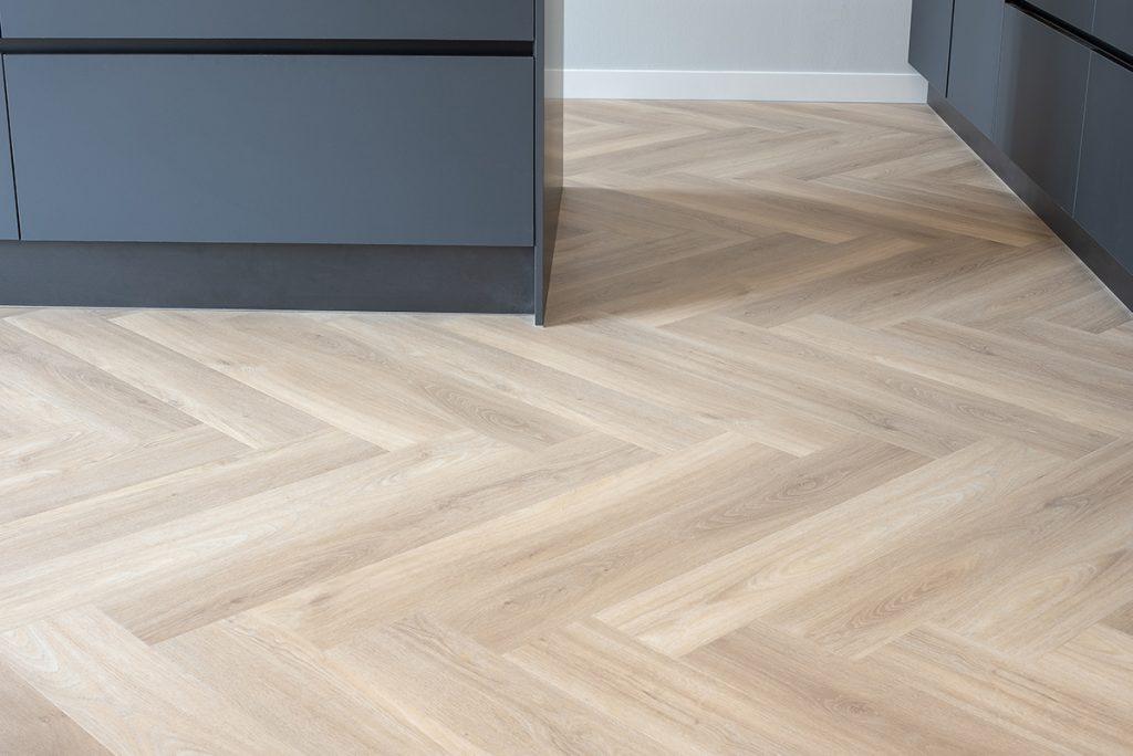 Floer-Walvisgraat-PVC-Orka-Onbehandeld-xl-visgraat-vloer-interieur-